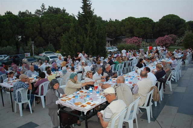 Şehitler Abidesi'nde İftar Yemeği
