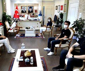 Milli Sporcudan Vali Aktaş'a Ziyaret